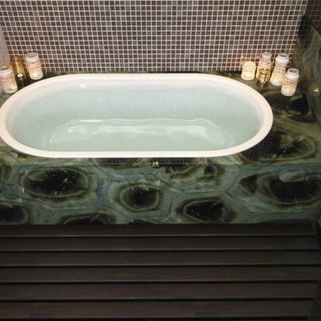 אמבטיית שיש בצבע ירוק יוקרתי