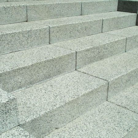 מדרגות שיש לבחוץ